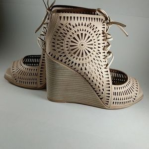 Jeffery Campbell Rayos Perforated Wedge new in box